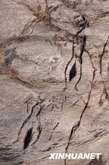 rock_paintings_dating_back_to_4000_years_ago_discovered_in_juci_mountain_henan_province20090203142213.jpg1.jpg
